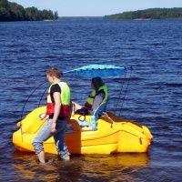 Прокат лодок на Красном озере