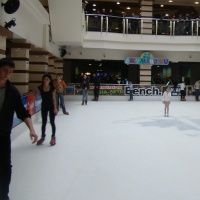 Ледовый каток. ТРК «Галерея»