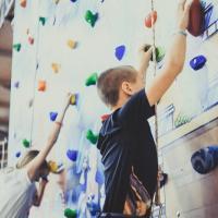 Скалодром для детей и взрослых в парке «Небо»